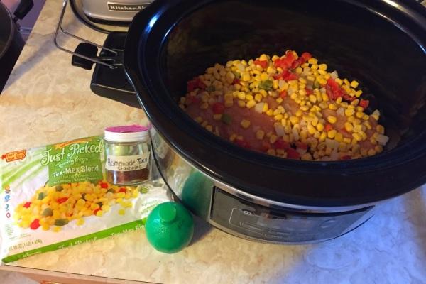 Chicken fajita mac and cheese (RazzleFrazzleBlog.com)